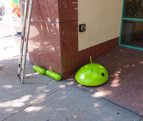 Android desmembrado en la ciudad
